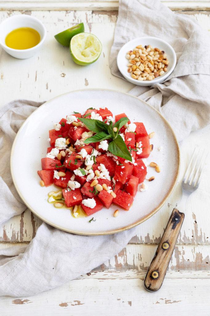 Erfrischender Wassermelonen Feta Salat mit Minze nach einem Rezept von Sweets & Lifestyle®