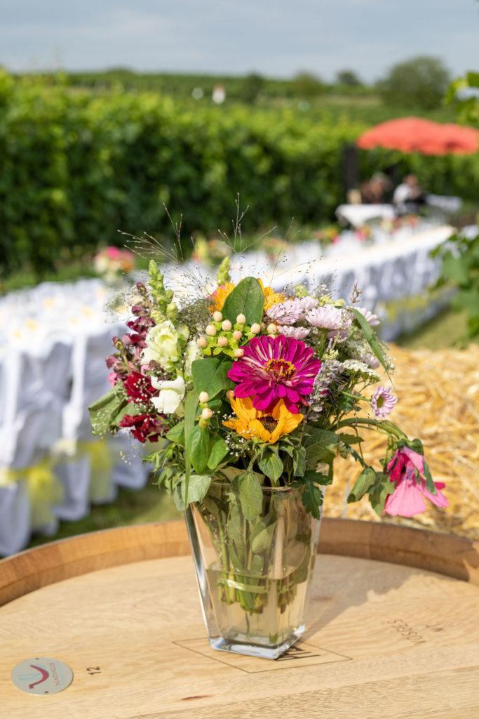 Wunderschöne Dekoration im Weingarten beim Tafeln im Weinviertel