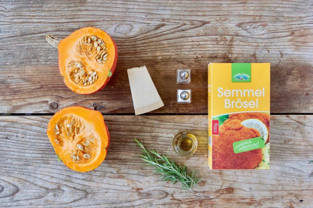 Zutaten für den im Ofen gerösteten Kürbis mit Parmesan-Semmelbröselkruste nach einem Rezept von Sweets & Lifestyle®