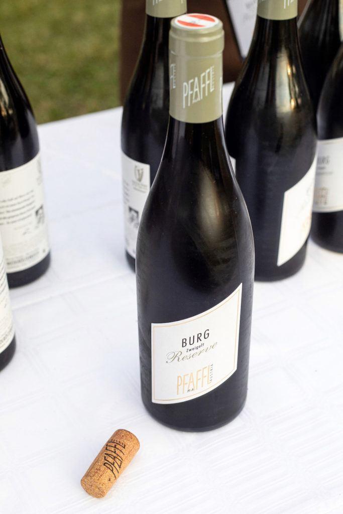 Zweigelt Reserve Burg 2018 vom Weingut Pfaffl aus Stetten beim Tafeln im Weinviertel