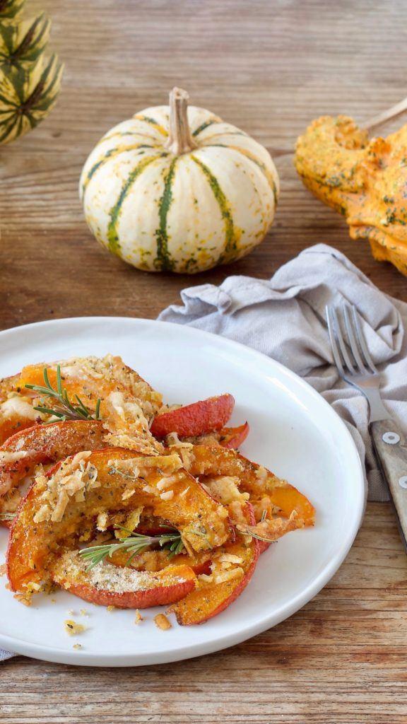 im Ofen gerösteter Kürbis mit Parmesan-Semmelbröselkruste nach einem Rezept von Sweets & Lifestyle®