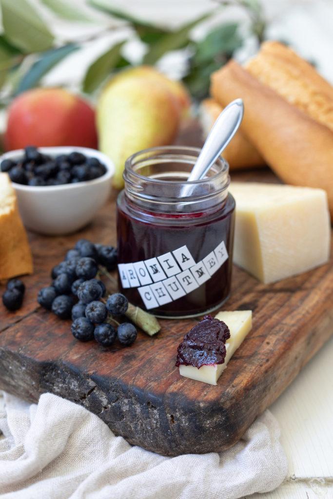 Leckeres Aronia-Apfel-Birnen-Chutney nach einem Rezept von Sweets & Lifestyle®