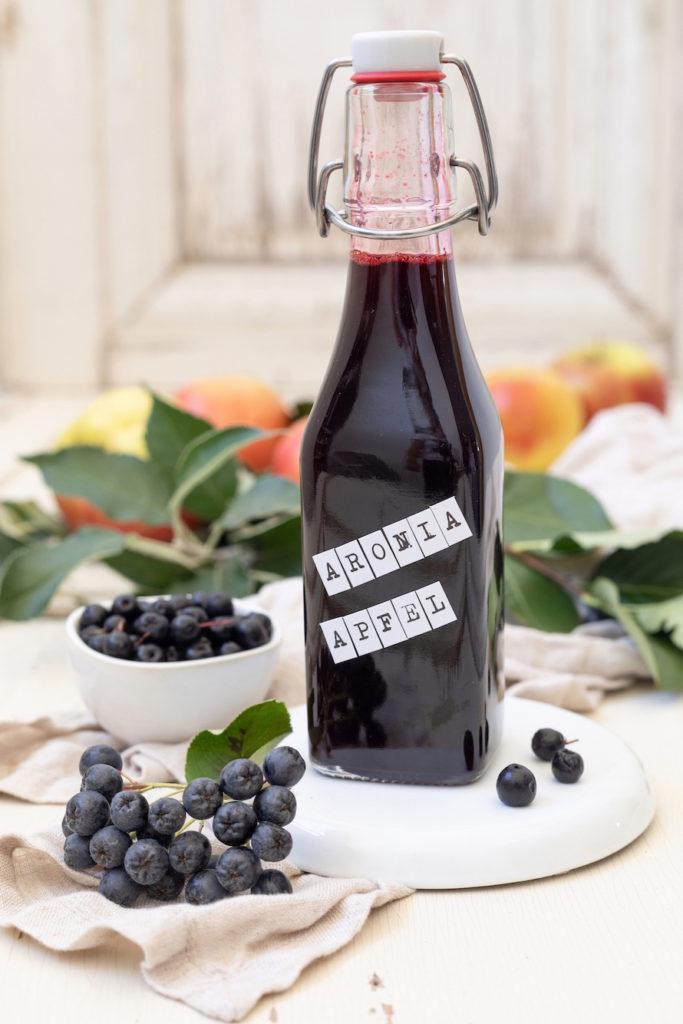 Fruchtig-herber Aronia-Apfel-Sirup nach einem Rezept von Sweets & Lifestyle®