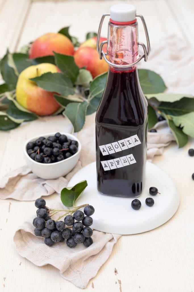 Selbst gemachter Aronia-Apfel-Sirup nach einem Rezept von Sweets & Lifestyle®