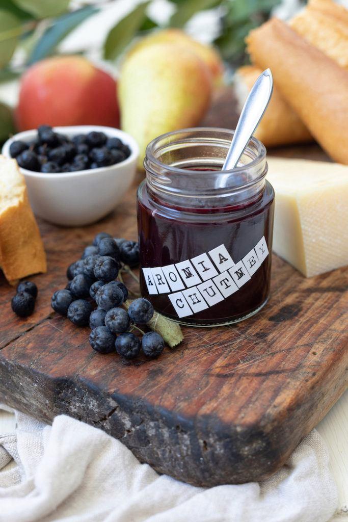 Fein herbes Aronia-Chutney Rezept mit Äpfeln und Birnen nach einem Rezept von Sweets & Lifestyle®
