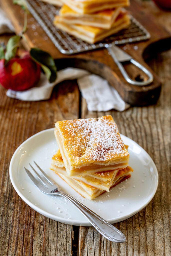 Einfache Apfelschlankerl aus Topfenteig nach einem Rezept von Sweets & Lifestyle®