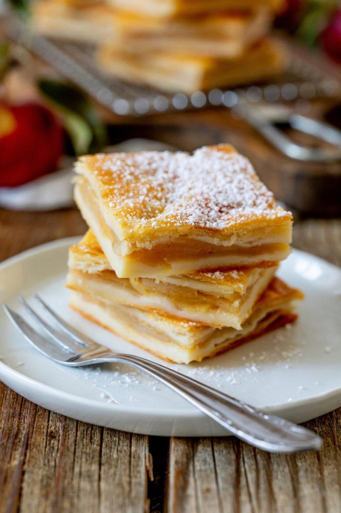 Gedeckter Apfelkuchen aus Topfenteig nach einem Rezept von Sweets & Lifestyle®