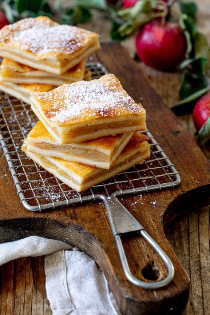 Gedeckter Apfelkuchen aus Topfenteig vom Blech nach einem Rezept von Sweets & Lifestyle®