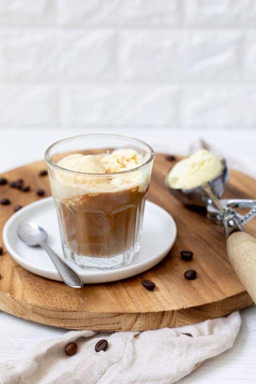 Kaffee mit Vanilleeis serviert von Sweets & Lifestyle®