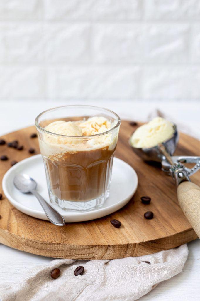 Kaffee mit Vanilleeis als Dessert nach einem Rezept von Sweets & Lifestyle®