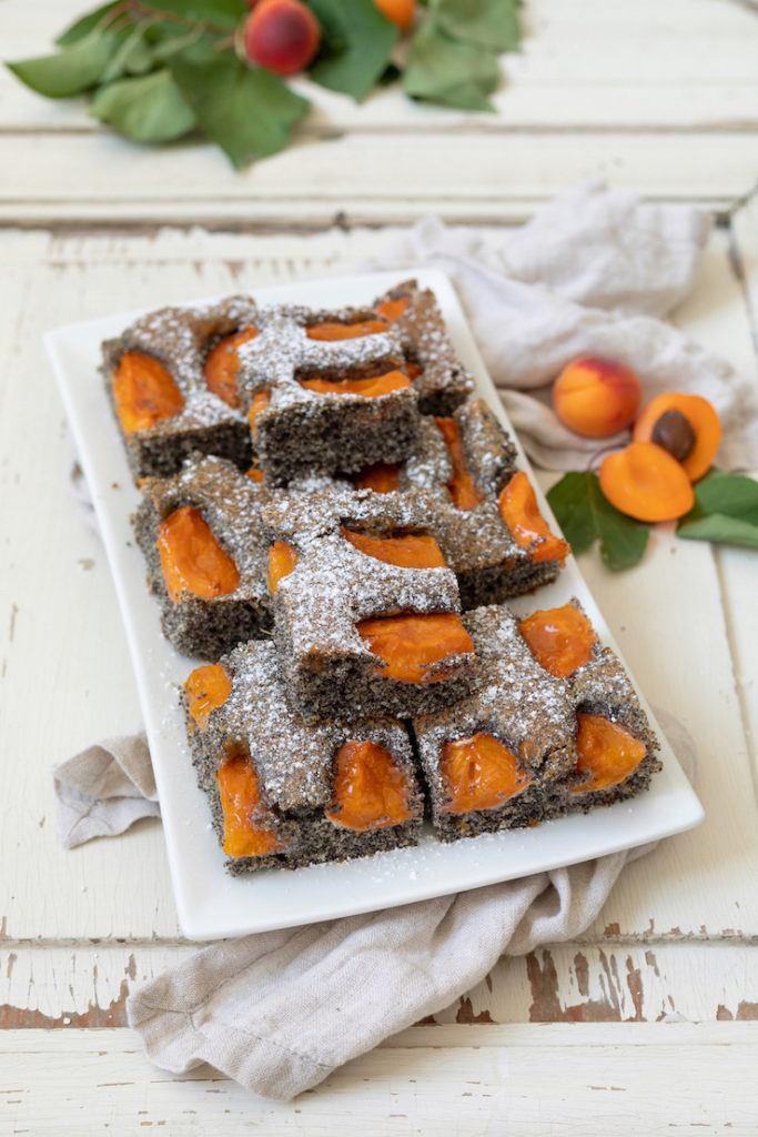 Saftiger Mohnkuchen mit Marillen nach einem Rezept von Sweets & Lifestyle®