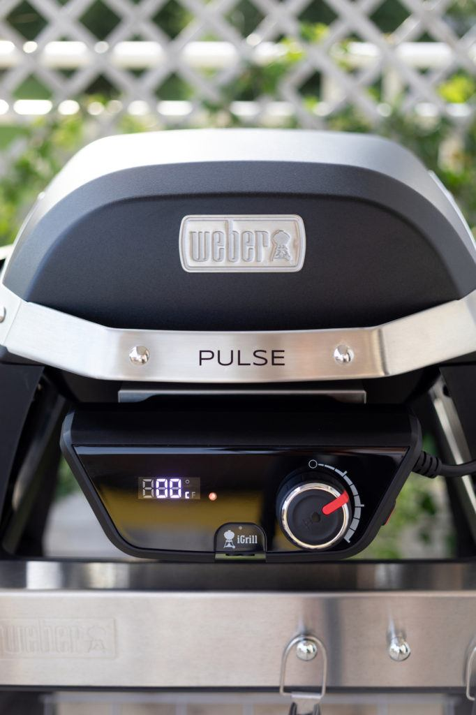 Weber Pulse 1000 Elektrogrill auf der Terrasse von Sweets and Lifestyle®