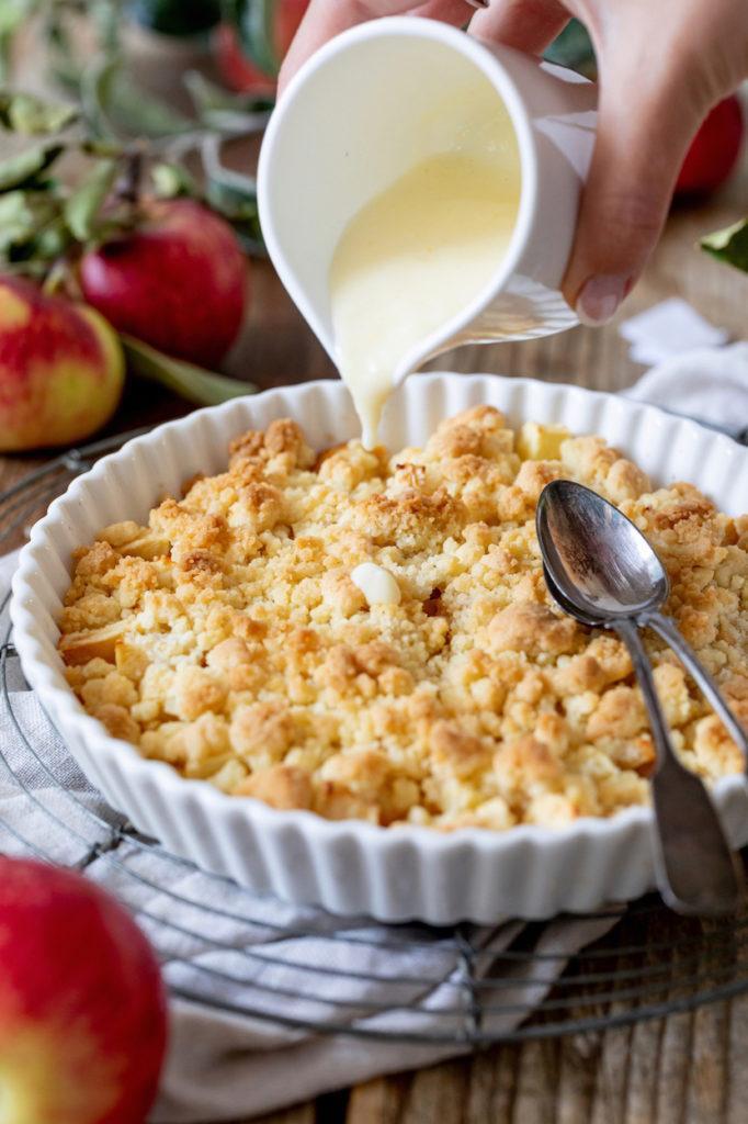 Apfel Crumble mit Vanillesauce nach einem Rezept von Sweets & Lifestyle®