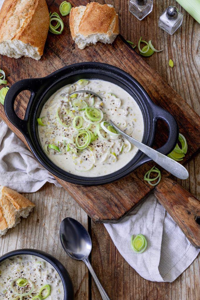 Deftige Käse-Lauch-Suppe mit Faschiertem als leckere Partysuppe nach einem Rezept von Sweets & Lifestyle®