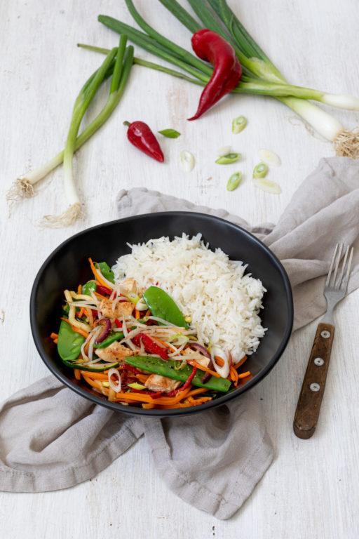 Knackiges Wokgemüse mit Huhn und Reis nach einem Rezept von Sweets & Lifestyle®