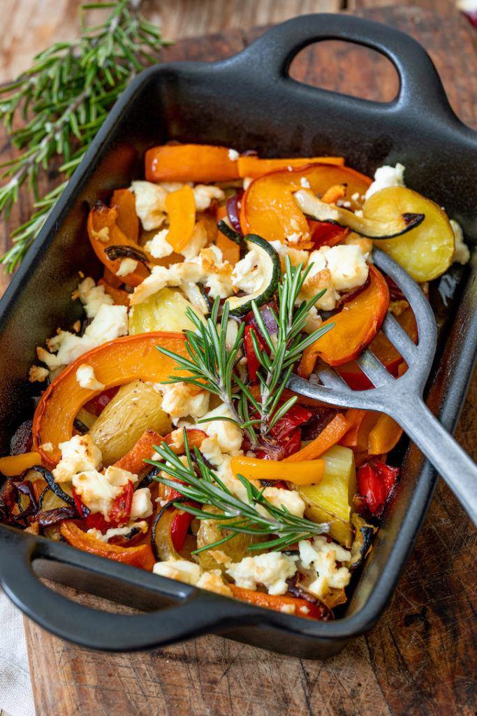 Herbstlicher Ofenkürbis mit Kartoffeln und Feta nach einem Rezept von Sweets & Lifestyle®