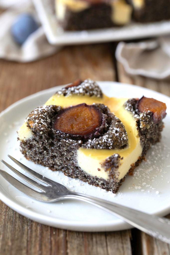 Saftiger Mohnkuchen mit Zwetscken nach einem Rezept von Sweets & Lifestyle®