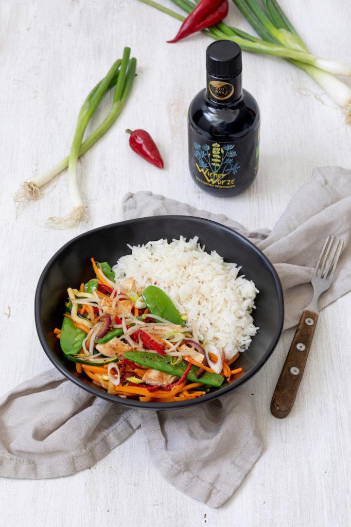 Wok-Gemüse mit Huhn und Reis gewürzt mit Wiener Würze anstatt Sojasauce nach einem Rezept von Sweets & Lifestyle®