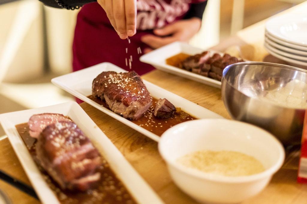 Knusprige Ente mit Sesam gewürzt mit Shan' Shi Produkten