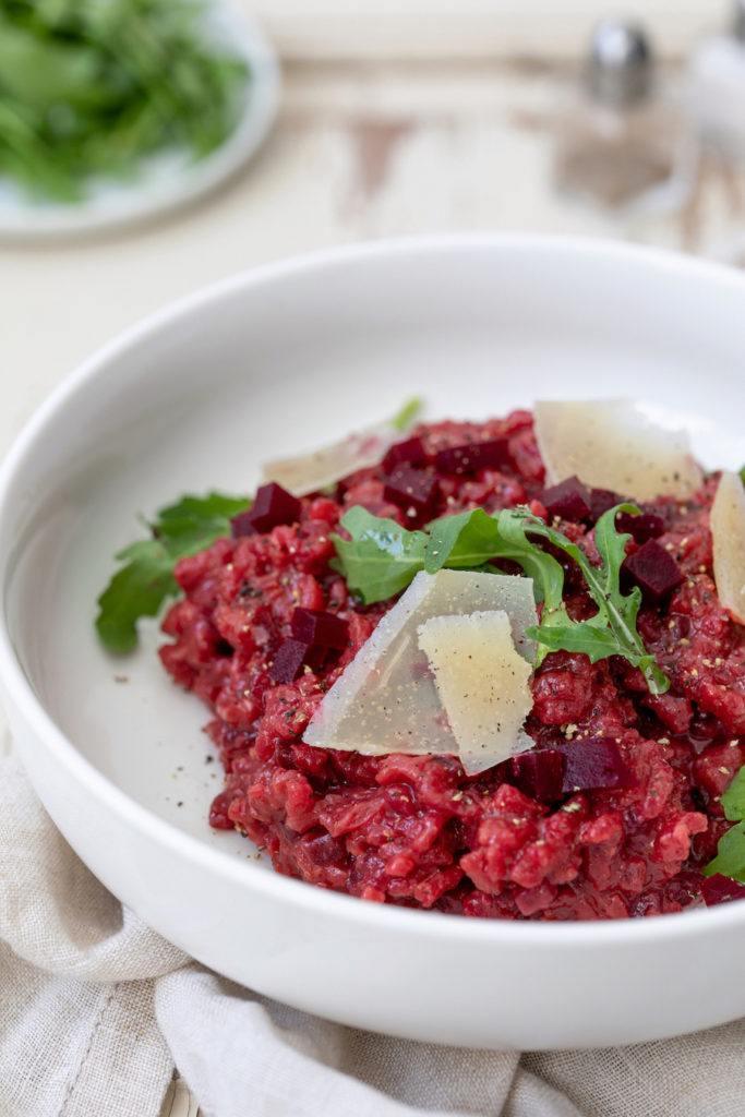 Rote Rüben Risotto mit Parmesan und Rucola verfeinert nach einem Rezept von Sweets & Lifestyle®