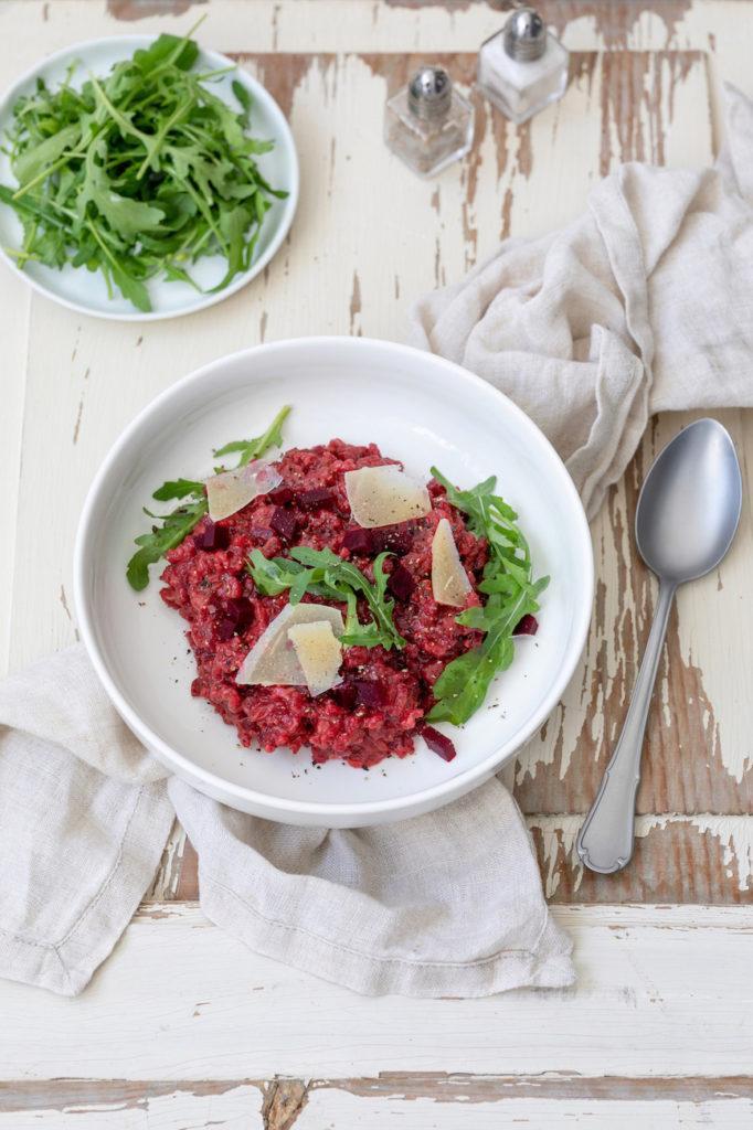 Leckeres Rote Rüben Risotto mit Rucola und Parmesan nach einem Rezept von Sweets & Lifestyle®