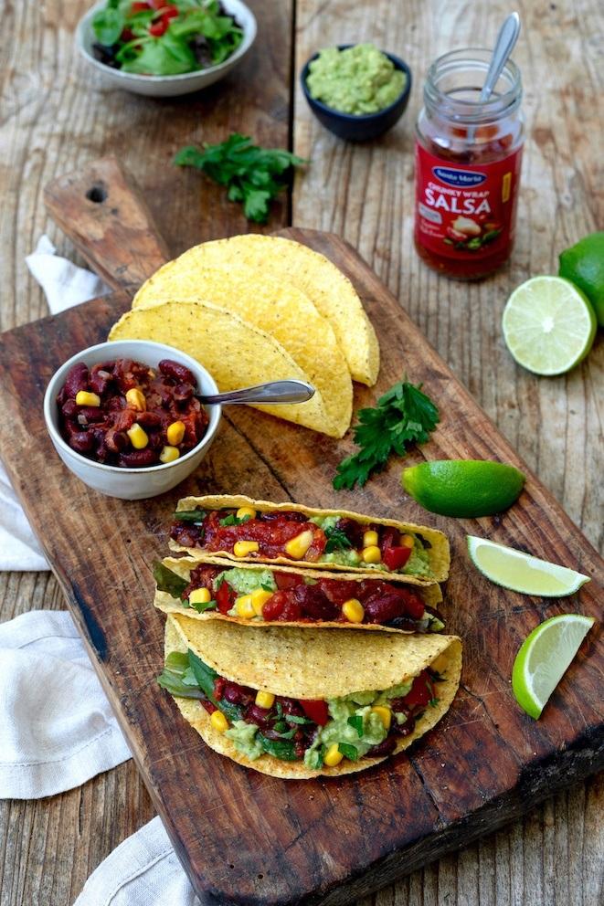 Vegetarische Tacos mit Bohnen-Füllung, Salsa und Guacamole nach einem Rezept von Sweets & Lifestyle®