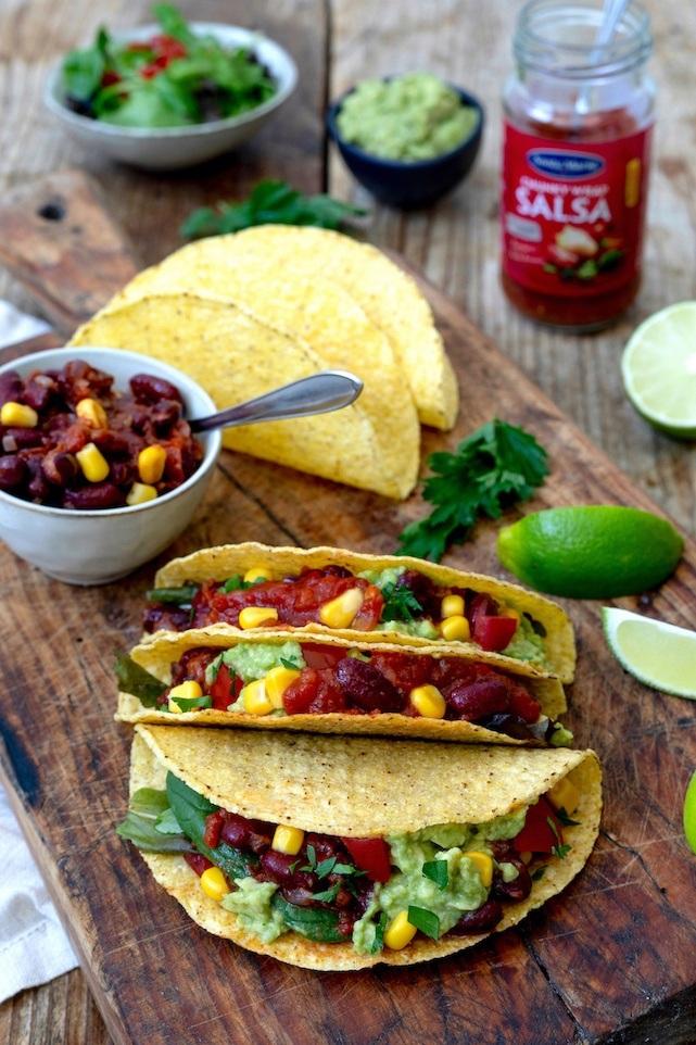 Vegetarische Tacos mit Gemüse Guacamole und Salsa gefüllt nach einem Rezept von Sweets & Lifestyle®