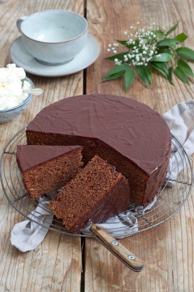 Leckere saftige Sachertorte nach einem einfachen Rezept von Sweets & Lifestyle®