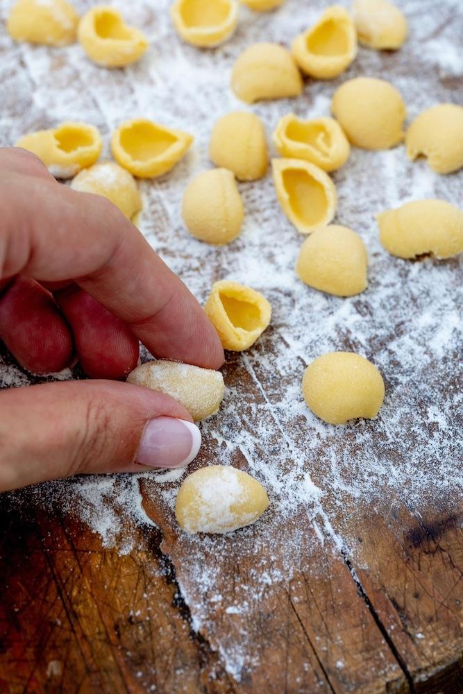 Selbst gemachte Orecchiette ohne Ei nach einem Rezept von Sweets & Lifestyle®