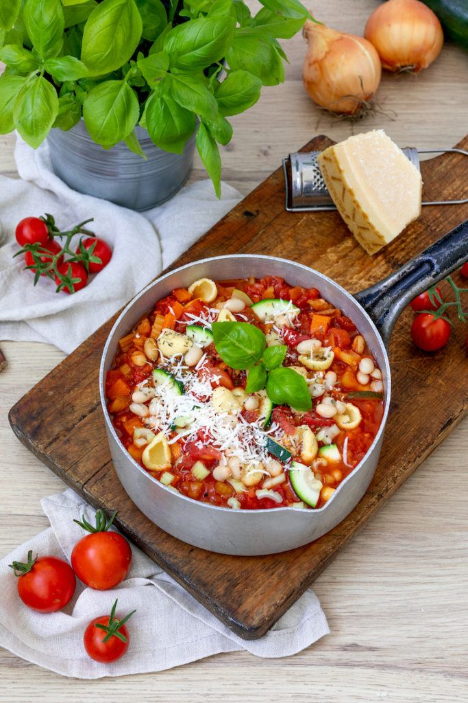 Vegetarische Minestrone mit Orecciette nach einem Rezept von Sweets & Lifestyle®