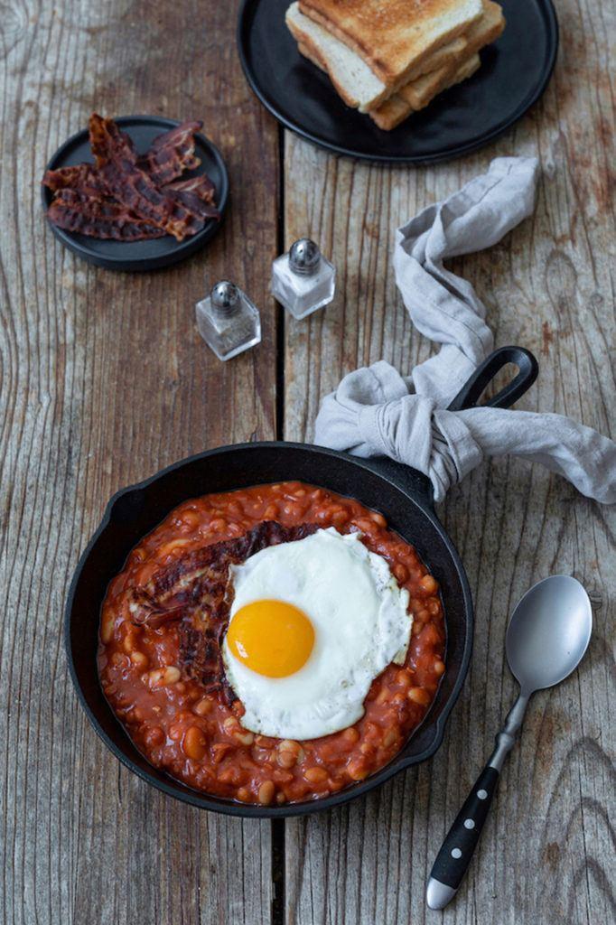 Selbst gemachte Baked Beans mit Bacon und Spiegelei nach einem Rezept von Sweets & Lifestyle®