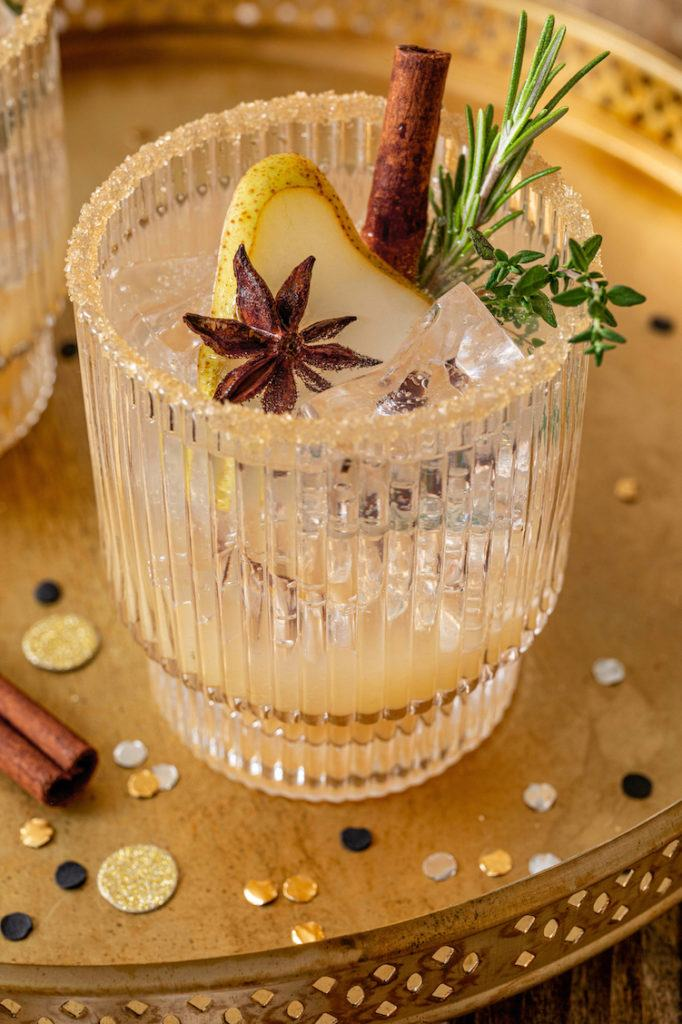 Birnen Mocktail als alkoholfreier Cocktail zu Weihnachten und Silvester serviert nach einem Rezept von Sweets & Lifestyle®