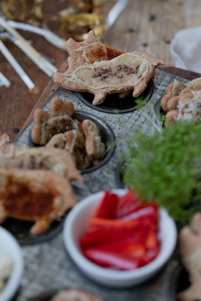 Herzhafte Kekse in Schweinchenform als Silvester Fingerfood nach einem Rezept von Sweets & Lifestyle®