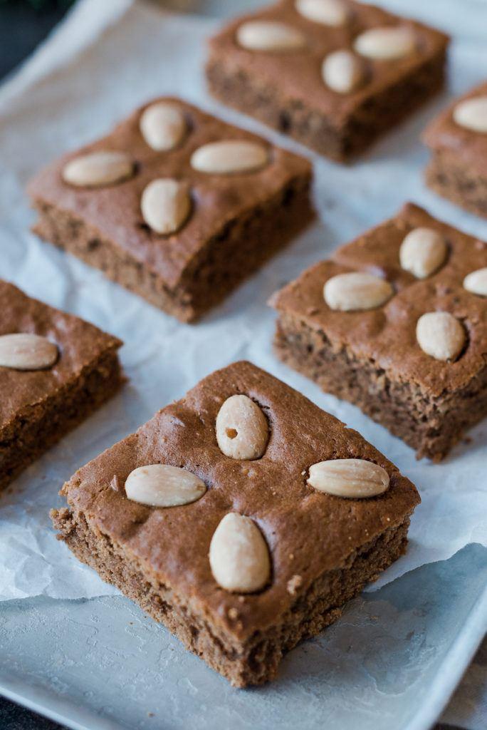 Leckerer Lebkuchen vom Blech mit Nüssen und Kaffee nach einem Rezept von Sweets & Lifestyle®