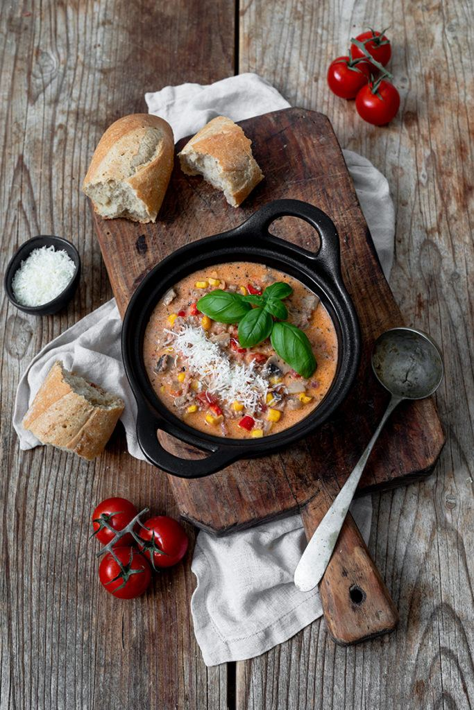Schnelle Pizzasuppe mit Faschiertem als Partysuppe nach einem Rezept von Sweets & Lifestyle®