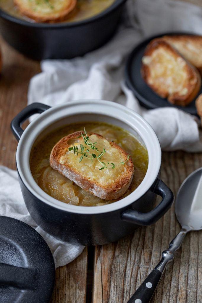 Vegetarische Zwiebelsuppe nach einem Rezept von Sweets & Lifestyle®
