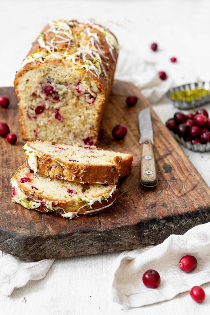 Einfacher Cranberry Pistazien Kuchen nach einem Rezept von Sweets & Lifestyle®