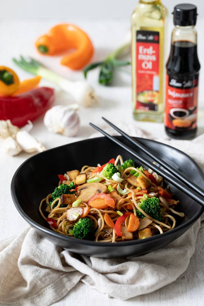 Eiernudeln mit gebratenem Gemüse und Tofu aus dem Wok nach einem Rezept von Sweets & Lifestyle®