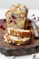 Saftiger Cranberry Pistazien Kuchen nach einem Rezept von Sweets & Lifestyle®