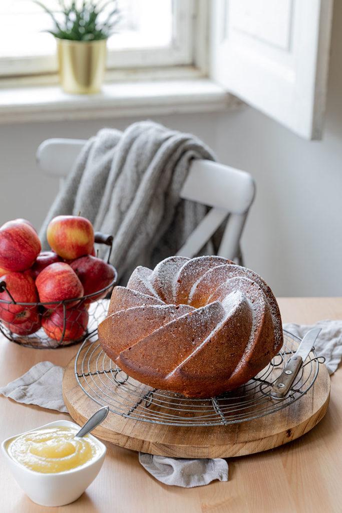 Saftiger Apfelmus Joghurt Gugelhupf nach einem Rezept von Sweets & Lifestyle®