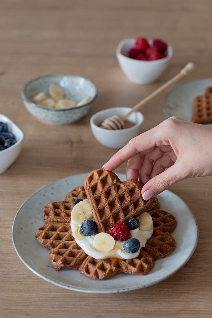 Leckere Kaffee Waffeln in Herzform für den Valentinstag nach einem Rezept von Sweets & Lifestyle®