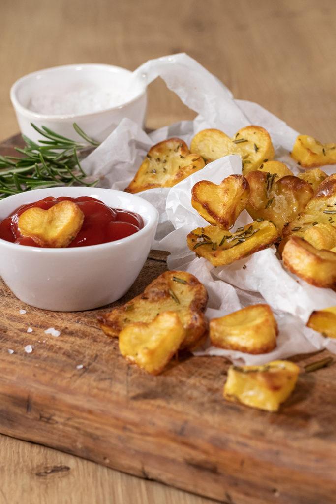 Leckere Herzkartoffeln aus dem Backrohr als Snack für den Valentinstag nach einem Rezept von Sweets & Lifestyle®