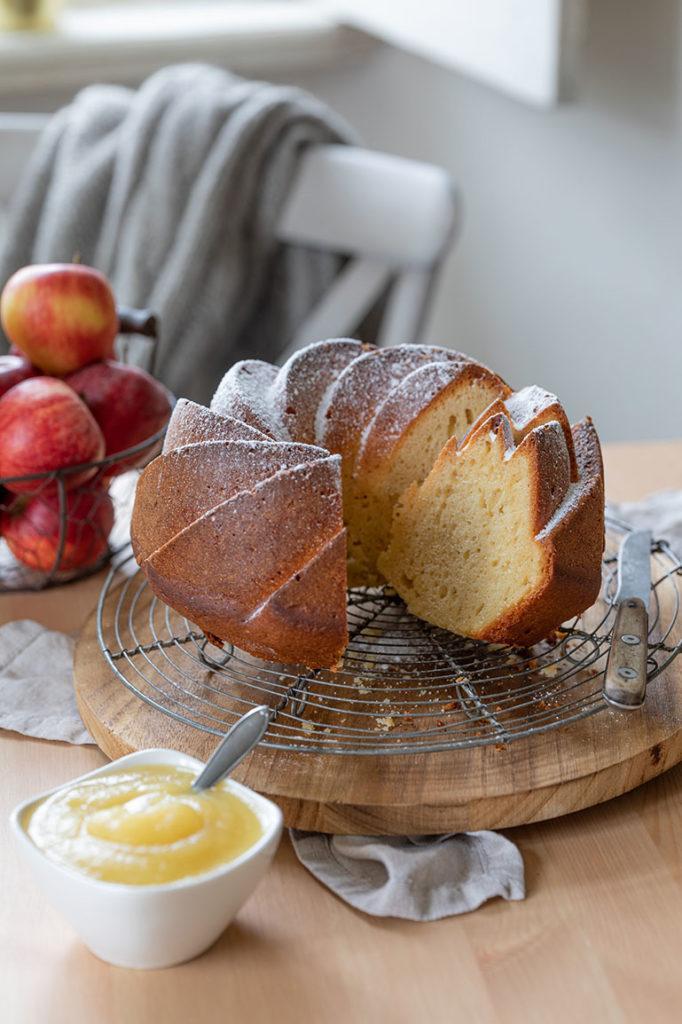 Saftiger Apfelmus Gugelhupf mit Joghurt nach einem Rezept von Sweets & Lifestyle®