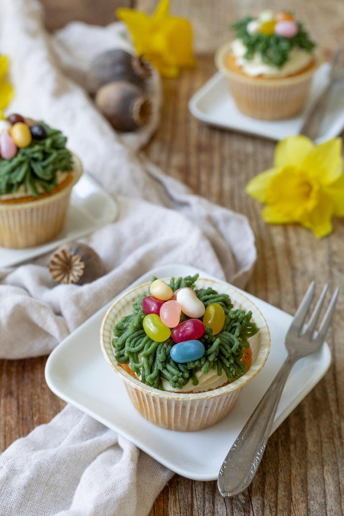 Eierlikör Mohn Muffins mit Osternest aus Marzipan nach einem Rezept von Sweets & Lifestyle®