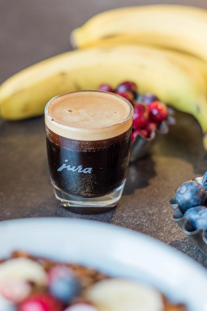 Espresso aus dem Jura Z6 Kaffeevollautomat im SchlossStudio von Verena Pelikan in Ebenthal