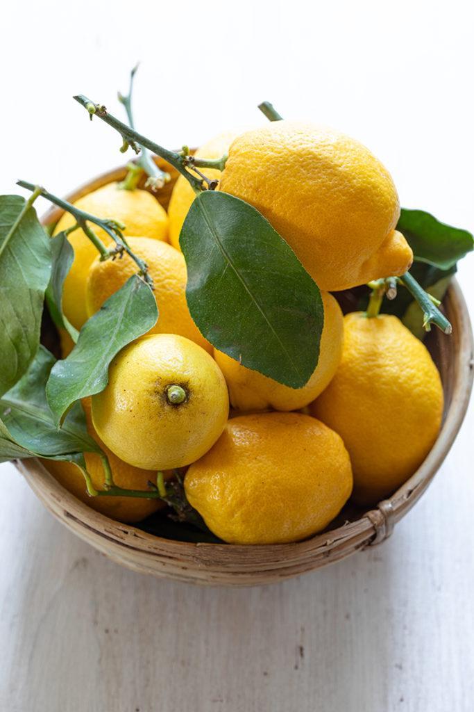 Frische Zitronen für das Gin Tonic Tiramisu im Glas von von Sweets & Lifestyle®