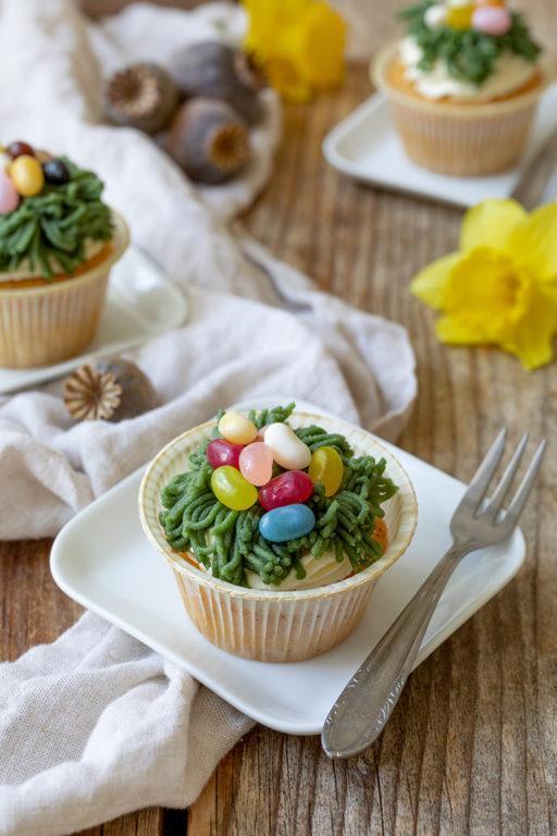 Saftiger Ostermuffins aus Eierlikör Mohn Teig nach einem Rezept von Sweets & Lifestyle®