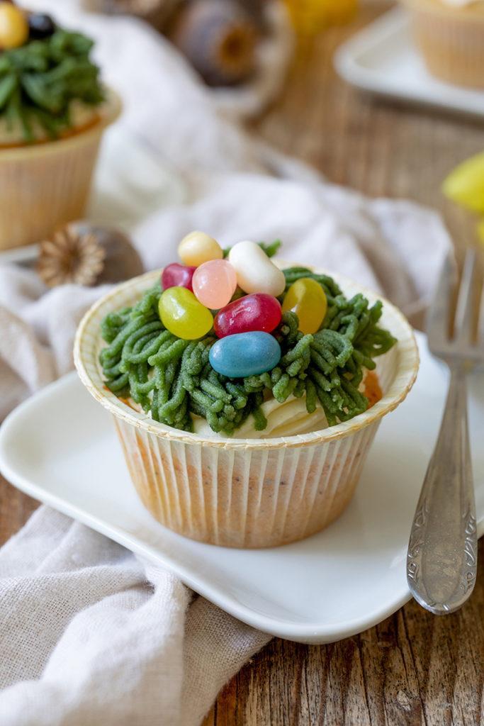 Leckere Ostermuffins mit Osternest aus Marzipan nach einem Rezept von Sweets & Lifestyle®