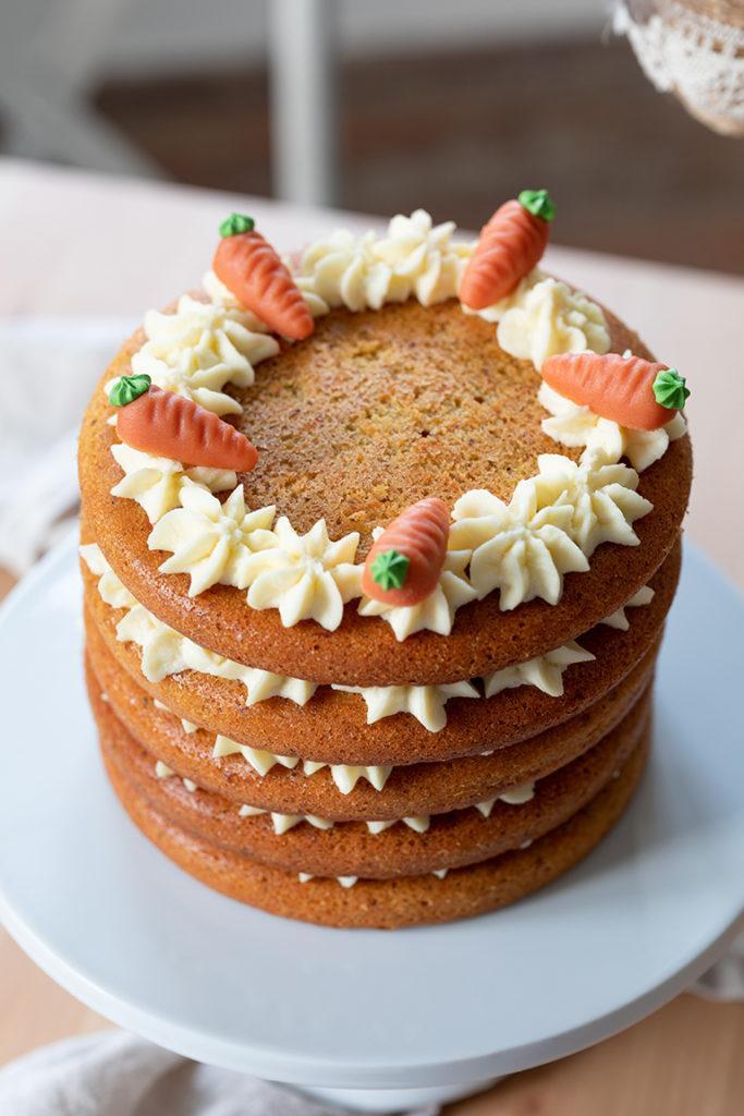 Leckere Carrot Layer Cake (Karottenschichtkuchen) nach einem Rezept von Sweets & Lifestyle®