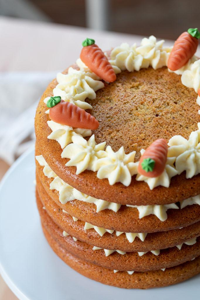 Carrot Layer Cake mit Frischkäse Füllung nach einem Rezept von Sweets & Lifestyle®